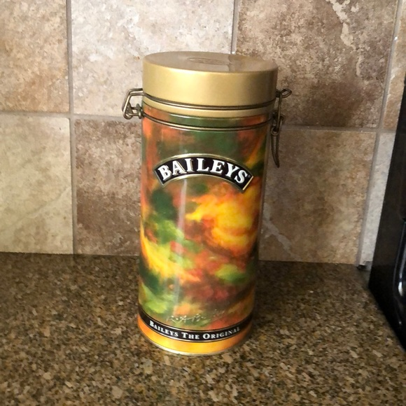 Vtg baileys round Tin can with clasp